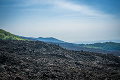 在薄雾的火山Etna 库存图片