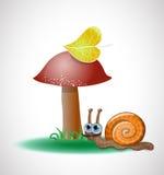 在蘑菇附近的滑稽的蜗牛。 免版税库存图片
