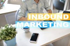 在虚屏上的入站营销文本 企业和技术概念 库存图片