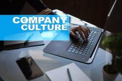 在虚屏上的公司文化文本 事务、技术和互联网概念 库存照片