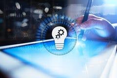 在虚屏上的灯象 企业解答 社会媒体概念 免版税库存图片