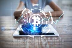 在虚屏上的Cryptocurrency图表 企业、财务和技术概念 Bitcoin, Ethereum 免版税图库摄影