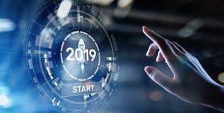在虚屏全息图的新年2019年开关 财政成长和新看法在事务和生活中 库存例证