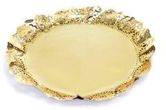 在蛋糕板的金黄纸鞋带小垫布 免版税库存图片