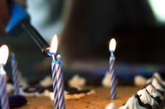 在蛋糕的蜡烛 库存图片
