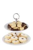 在蛋糕立场的圣诞节曲奇饼;裁减路线 免版税库存图片