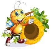 在蜂箱附近的一只蜂 免版税库存照片