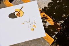 在蜂蜜浸洗的蜂蜜浸染工滑稽 库存图片