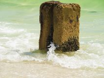 在蜜月海岛佛罗里达的具体打桩 免版税库存图片