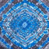 在蜡染布的蓝色和黑抽象几何样式 免版税库存图片