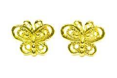 在蝴蝶形状的金下垂有浮雕的贝壳耳环首饰隔绝了o 库存图片