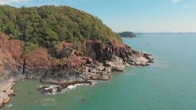在蝴蝶海滩附近的岩石小山 Goa?? 寄生虫录影 影视素材