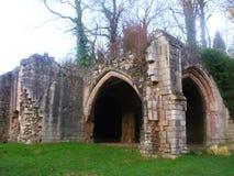 在蟑螂修道院, Maltby,约克夏给房子装门 库存照片