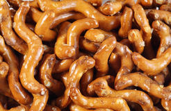 在蠕虫形状的稀薄的曲奇饼  免版税库存图片
