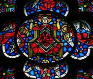 在蠕虫的彩色玻璃-耶稣基督在天堂 免版税库存照片