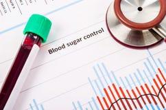 在血糖控制图的血液管 免版税库存图片