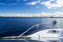 在行动的小船 免版税库存照片