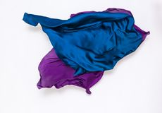 在行动的抽象蓝色和紫罗兰色织品 免版税库存图片