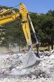 在行动的挖掘机 免版税库存图片