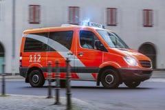 在行动的救护车汽车 免版税图库摄影