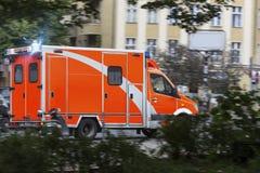 在行动的救护车汽车 库存图片
