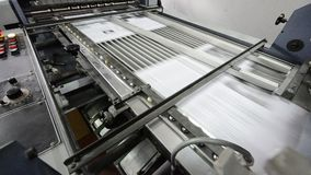 在行动的机器折叠的纸 影视素材