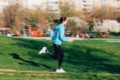 在行动的母赛跑者 库存照片