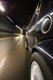 在行动的汽车在晚上 免版税图库摄影