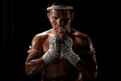 在行动的泰拳男性战斗机 库存照片