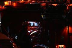 在行动的消防队员 免版税库存图片
