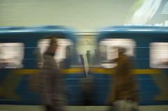 在行动的火车在地铁作为抽象背景 免版税库存照片