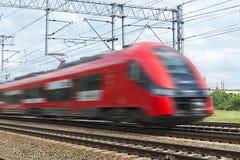 在行动的红色现代高速火车 免版税库存照片