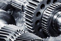 在行动的钛和钢齿轮 免版税库存照片