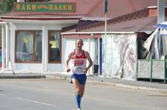 在行动的马拉松运动员在西伯利亚国际马拉松 免版税库存图片