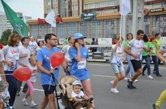 在行动的马拉松运动员在西伯利亚国际马拉松 库存照片