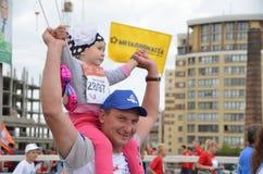 在行动的马拉松运动员在西伯利亚国际马拉松 库存图片