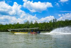 在行动,泰国的长尾巴小船 库存照片