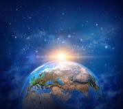 在行星地球上的日出 免版税库存图片