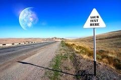 在行星路标附近的高速公路 免版税库存图片