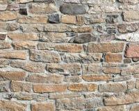 在行的石制品墙壁与灰浆 库存图片