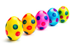在行的被绘的复活节彩蛋在白色背景 免版税库存照片