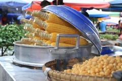 在街市上的玉米 免版税图库摄影