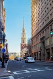 在街市波士顿停放Tremont街的街道教会 免版税图库摄影