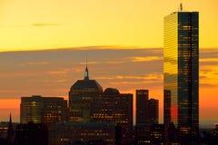 在街市的波士顿的严重的日出 免版税库存图片