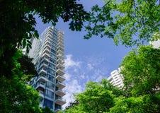 在街市的现代公寓在新加坡 库存照片