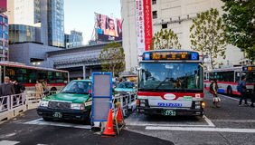 在街市的街道在东京,日本 库存照片