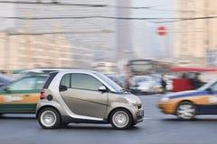 在街市繁忙的交通的巧妙的汽车,北京,中国 库存照片