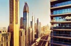 在街市迪拜,阿拉伯联合酋长国的鸟瞰图 风景地平线 库存图片