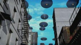 在街市(颜色)的飞碟舰队 皇族释放例证