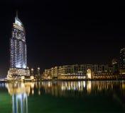 在街市Burj迪拜,迪拜的现代旅馆地址 库存照片